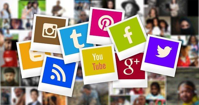 carte réseaux sociaux effet polaroid - adwords marseille - Vaniseo votre agence digital à Marseille