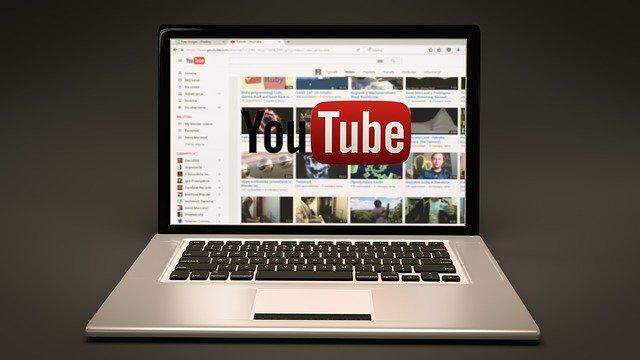 image illustrant un ordinateur avec la plateforme Youtube mise en ligne par Vaniseo - création de site internet marseille et agence digital marseille