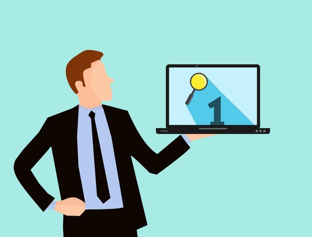 illustration personnage tenant un ordinateur avec le premier résultat de recherche. Référencement vs publicité